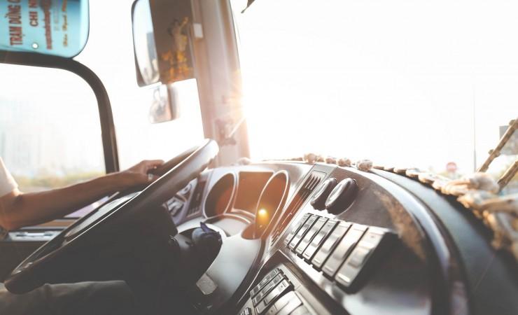 La location de poids lourd avec chauffeur : une aide précieuse